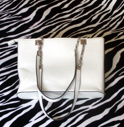 Pre-Owned White Handbag